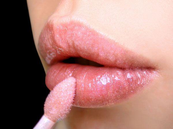 lip-gloss-for-fair-skin